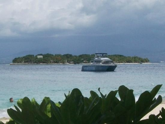 Beachcomber Island Resort: The boat awaits