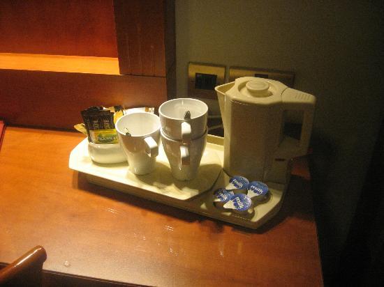 St George Hotel : occorrente per il tea ed il caffè solubile