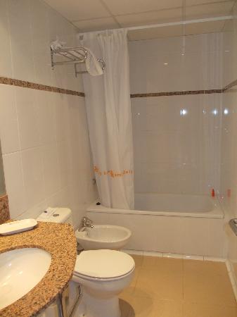 Amrey Sant Pau: bathroom