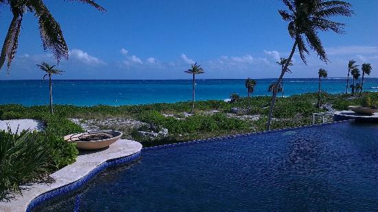Sky Beach Club: Pool and ocean view