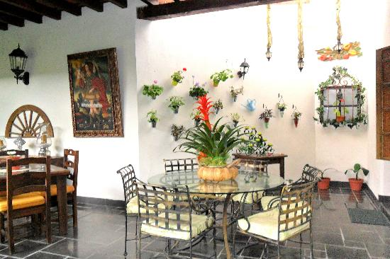 Hotel la Catedral: Another view of breakfast area