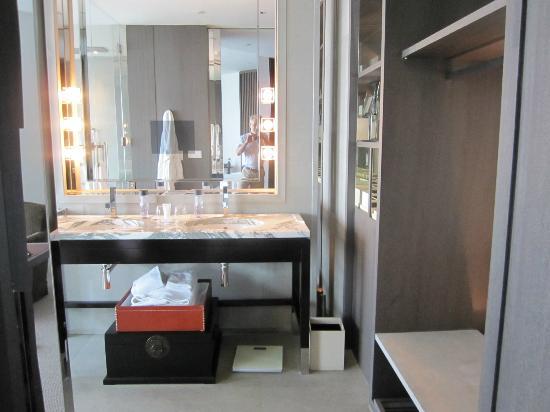 Park Hyatt Shanghai: La télévision en incrustation dans le mirroir de la salle de bain: est-ce vraiment une bonne idé