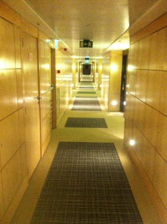 SANA Lisboa Hotel: Corridoio accesso camere