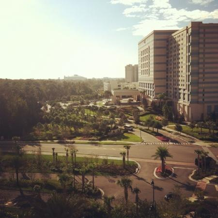 Wyndham Grand Orlando Resort Bonnet Creek: balcony in the AM is refreshing