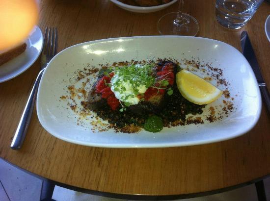 Fenix Restaurant & Events: Seared tuna steak with lentils