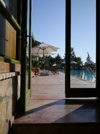 Happy Hotel Kalkan : From foyer to pool