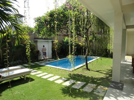 The Lodek Villas: Pool by day