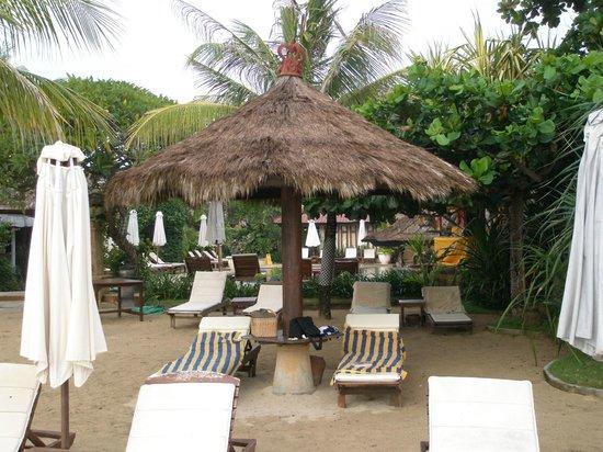COOEE Bali Reef Resort: Любимый зонтик на пляже