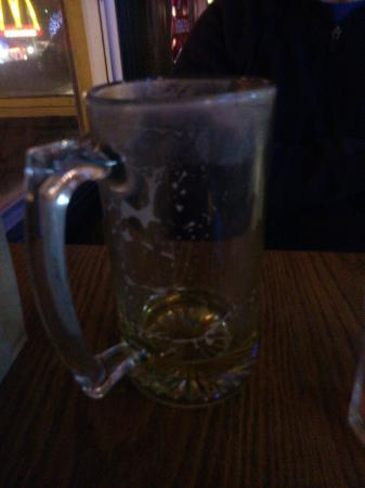 Hogg's Upstairs Taverne: Scum on the inside of the glass. Gross!