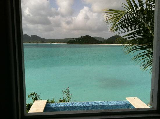Cocobay Resort: the water is soooo turquoise