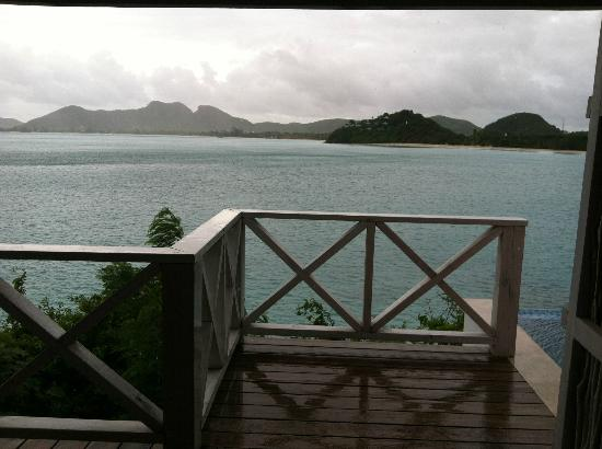 Cocobay Resort: rainy afternoon, view not spoiled