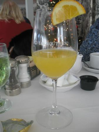 Old Yarmouth Inn: delicious mimosa's served