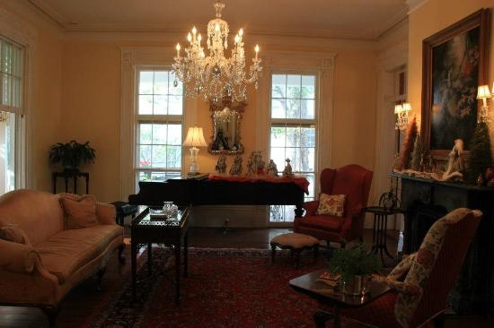 The Governor's House Inn: The Grand Piano.