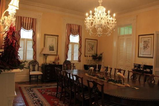 The Governor's House Inn: The elegant dinning room area.