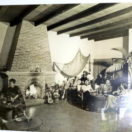Casa Cakchiquel: The Casa as it looked in the 1950's with some of its many guests