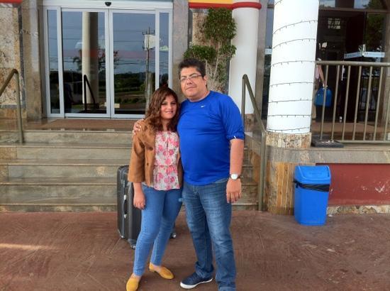Iguassu Holiday Hotel: Gisse y yo en la puerta del Holiday