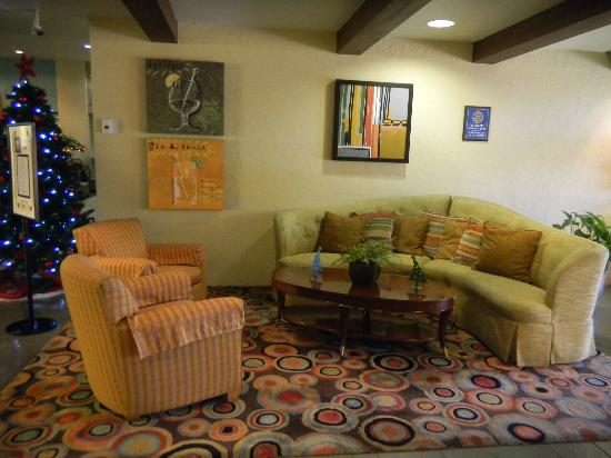 Doubletree by Hilton Tucson - Reid Park: LOBBY ENTERANCE