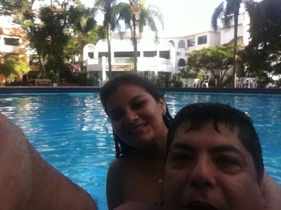 Iguassu Holiday Hotel: Gisse y yo en la piscina.. que rica agua