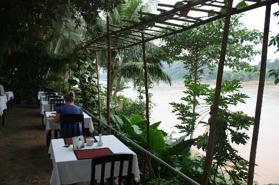 Sala Prabang Hotel: Breakfast over the Mekong