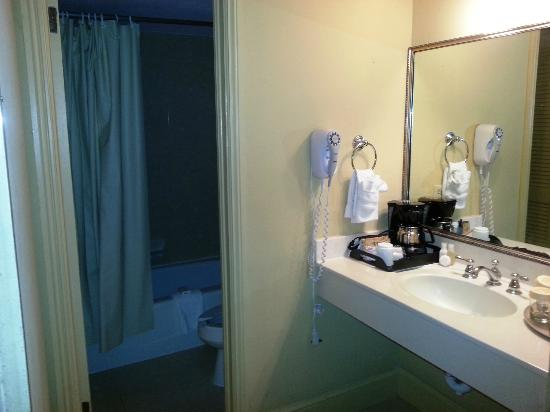 Hotel St. Marie: vanity area