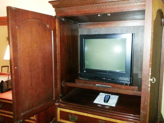Hotel St. Marie: tv inside of cabinet