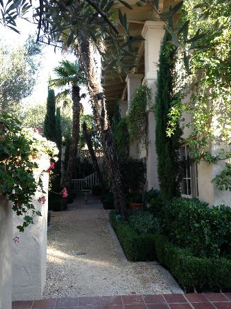 Rancho Bernardo Inn: view from one of the paths