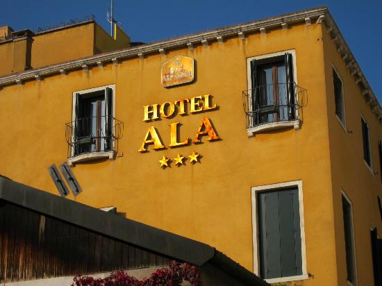 Hotel Ala - Historical Places of Italy: hotel front