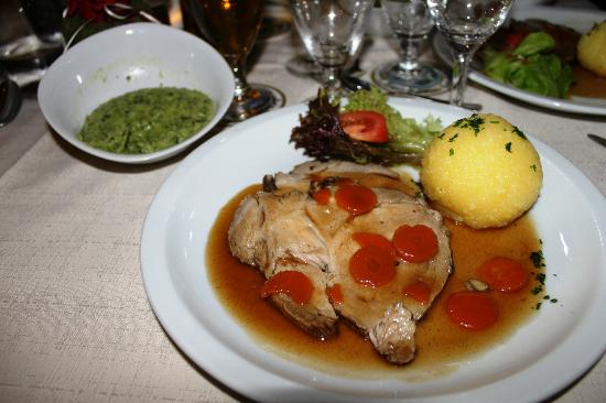 Hotel Europa Bamberg: Delicious Pork Dinner in the Restaurant