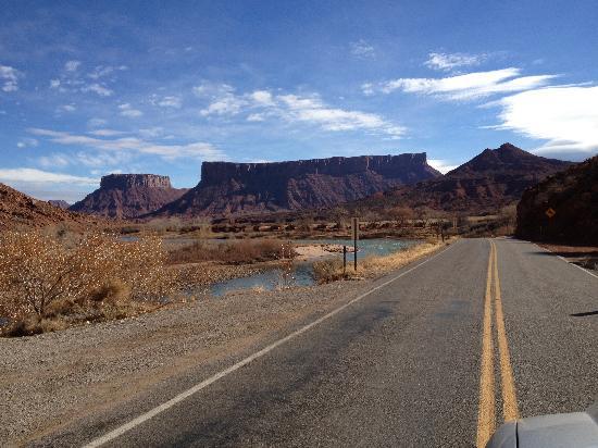 Aarchway Inn: SR 182 auf dem Weg von Moab nach Fruita