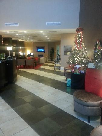 Holiday Inn - Hamilton Place: Entry / Foyer / Front Desk