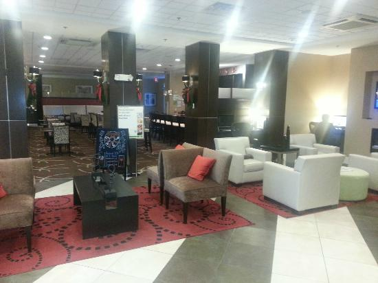 Holiday Inn - Hamilton Place: Lobby Area
