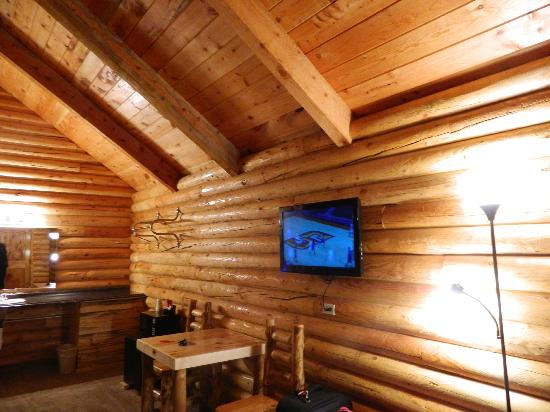 Bryce Canyon Log Cabins: Room View