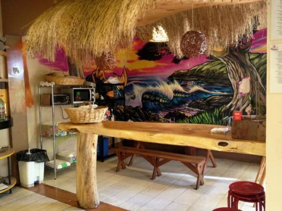 Princesa Insolente Hostel: kitchen 