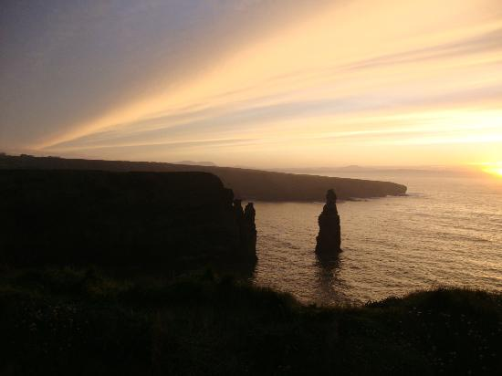 Bromore Cliffs: Scenic Sunset at Bromore Cliff Walk