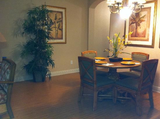 Regal Palms Resort & Spa: Eat in dining area