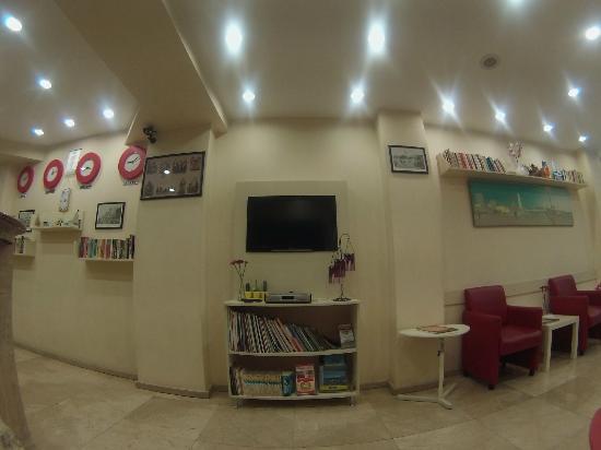 Güzel Izmir Hotel: guzel izmir otel TV lounge