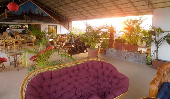 Firefly Guesthouse- The Berlin Angkor : Rooftop Bar Restaurant