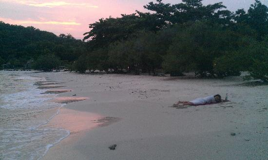 Paradee Resort & Spa Hotel: The beach at sunset. This is the reason for the resorts existance