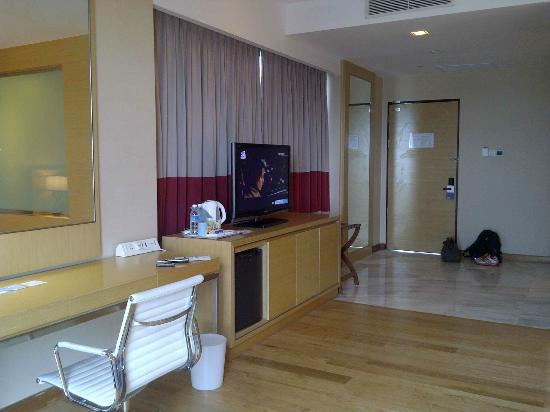 Century Kuching Hotel: Corner room 2