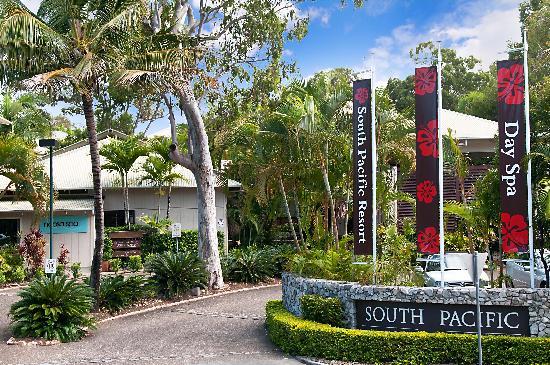 South Pacific Resort Noosa: Resort Entrance