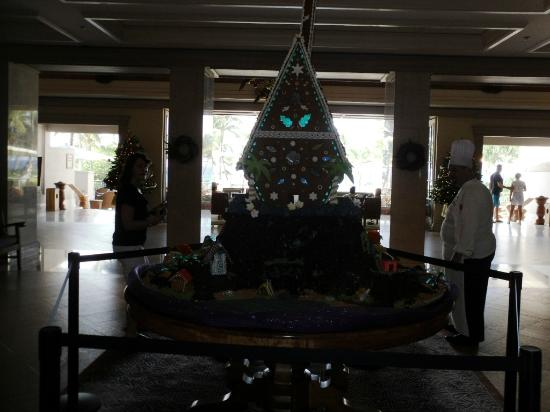 Fairmont Orchid, Hawaii: Gorgeous gingerbread house in the lobby