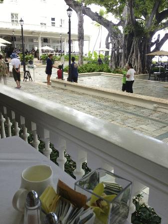 Moana Surfrider, A Westin Resort & Spa: Breakfast at Veranda at the Beachhouse