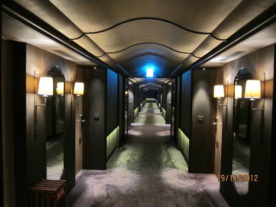 Palais de Chine Hotel: Corridor
