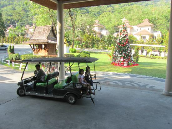 Royal Hills Golf Resort and Spa: Shuttleservice from hotel building to spa etc