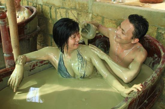 Thap Ba Hot Springs: soaking in hot mineral mud (double tub)