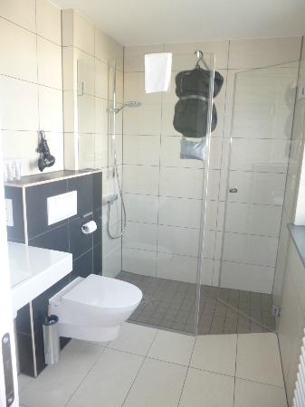 The Circus Hotel: Bathroom (Double Room)