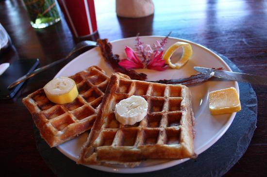 Mirador B&B: Banana walnut waffles :)