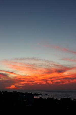 Mirador B&B: Sunset from the upperdeck of Mirador!