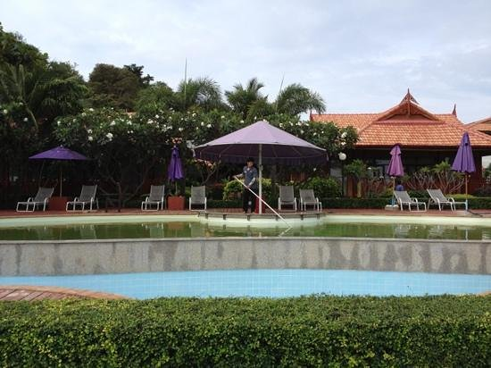 P.P. Erawan Palms Resort: pool - out of order from 10 - 12th dec