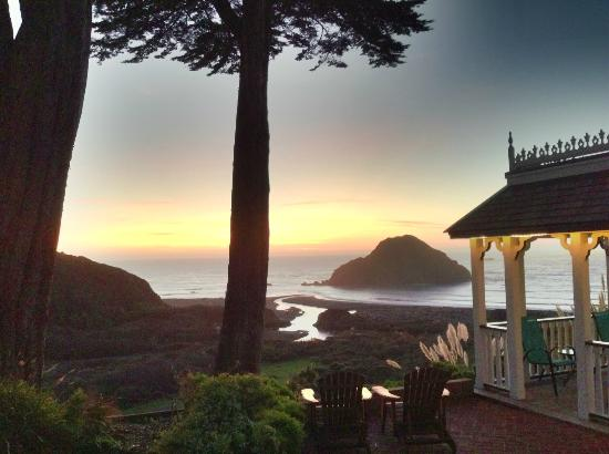 The Elk Cove Inn & Spa: View from The Gazeebow